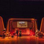 """Foto di scena """"Io odio i talent show"""" con Mario Luzzatto Fegiz e Los Chitarones"""